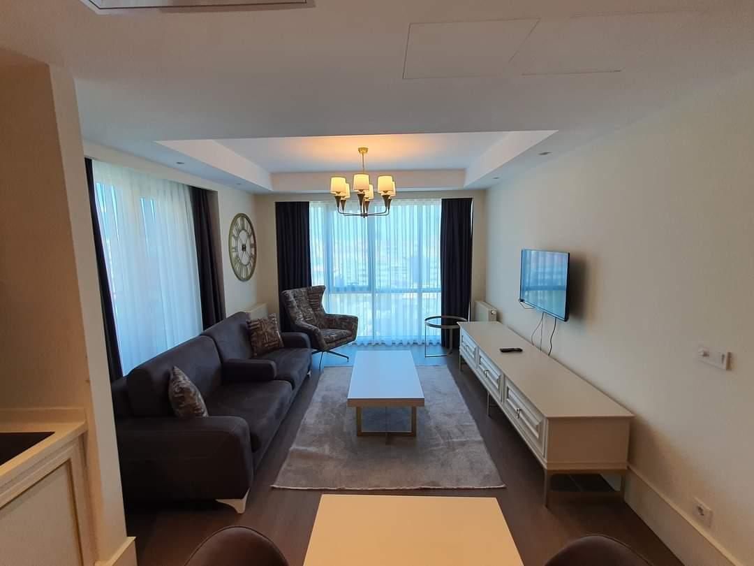 اعلان986شقة فندقية غرفة نوم وصالة مفروش لوكس للايجار السياحي ضمن مجمع في حي بومانتي في شيشلي اسطنبول