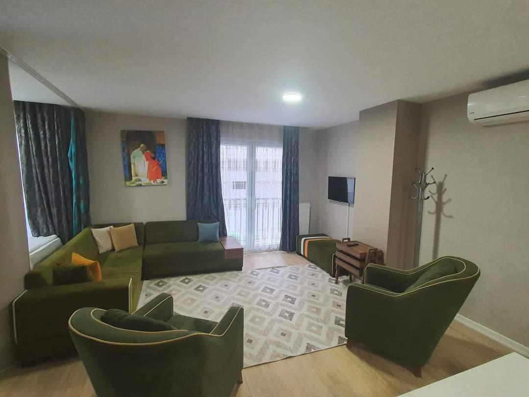 اعلان987شقة ثلاث غرف نوم وصالة حمامين مفروش إيجار سياحي قريب من الميتروا ومول جواهر في شيشلي اسطنبول