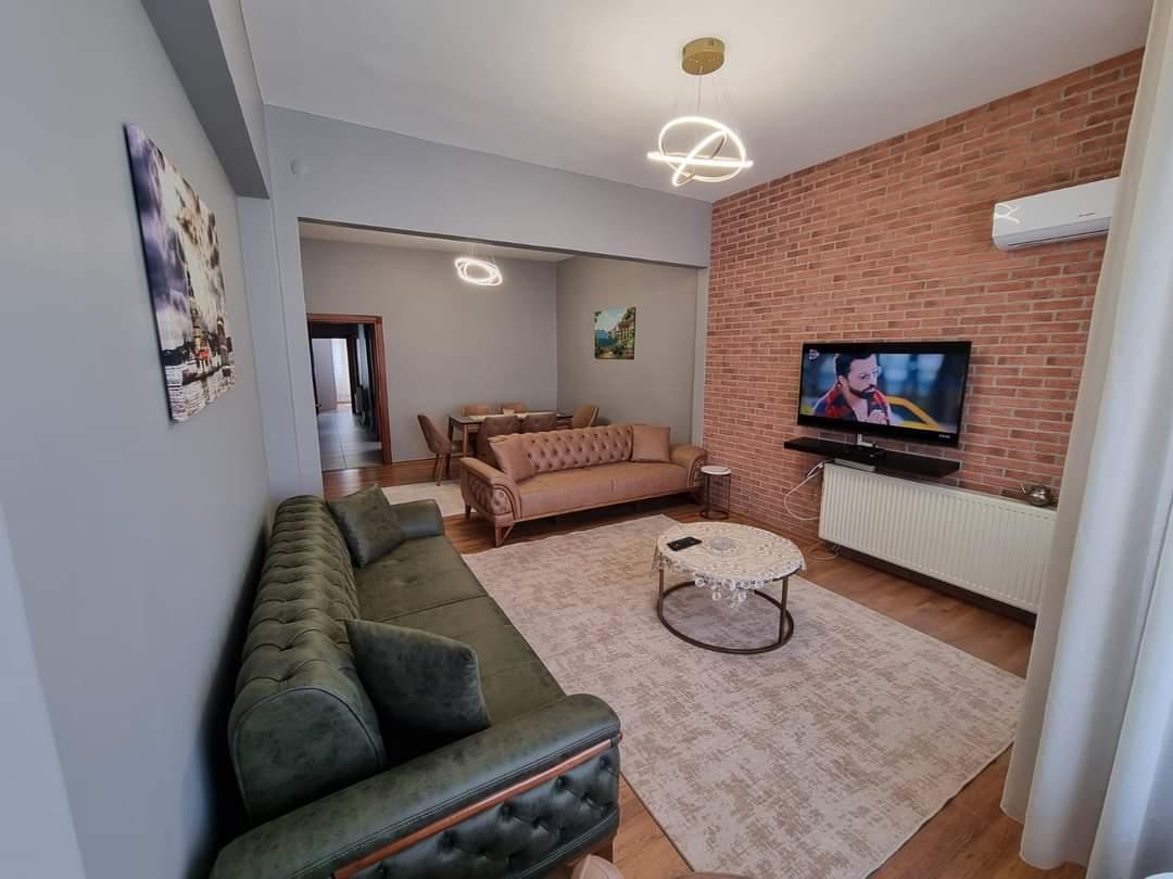 اعلان1005شقة اربع غرف نوم وصالة مفروش للايجار  السياحي اطلالة للميتروا مباشرة في حي عصمان_بي اسطنبول